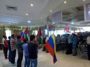 Los asistentes a la I Conferencia Internacional sobre Venezuela en Gaza-Palestina, escuchan en los himnos nacionales de los dos países